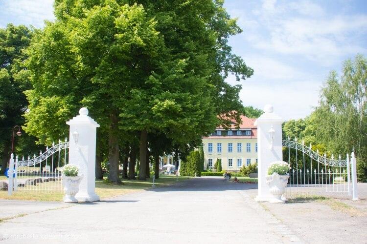 Schloss-Wulkow-die-Auffahrt